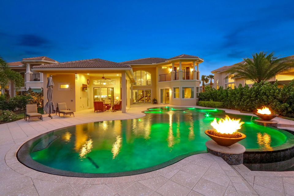 Pool w/ Firepits