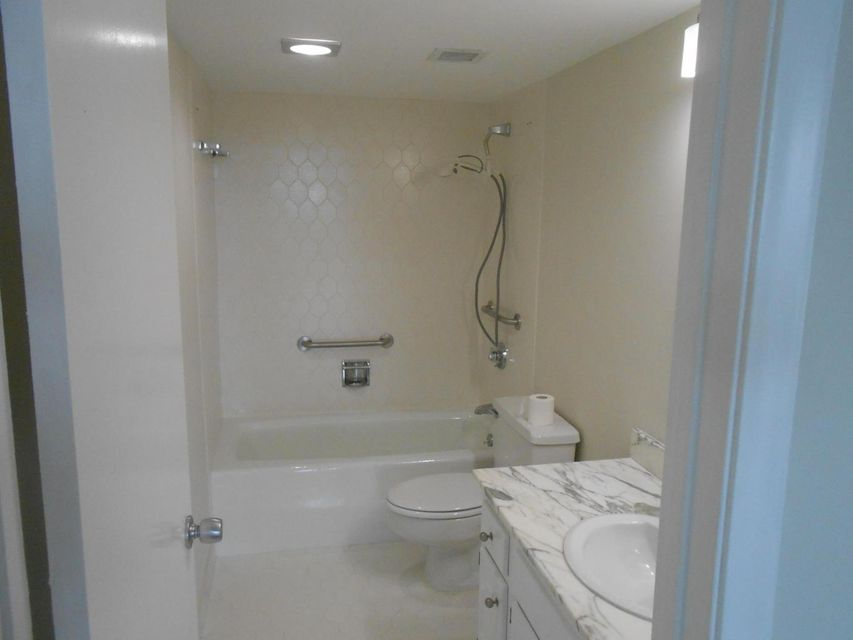 2000 Presidential Way, West Palm Beach, Florida 33401, 2 Bedrooms Bedrooms, ,2 BathroomsBathrooms,Condo/Coop,For Rent,Lands of the president,Presidential,5,RX-10386020