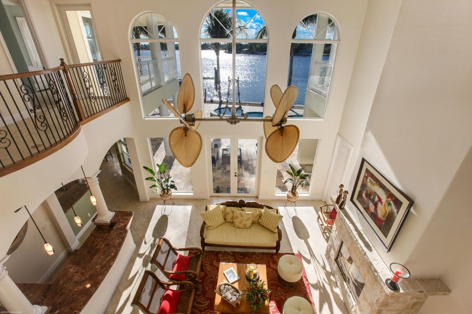 Great Room - 2 Story High Ceilings