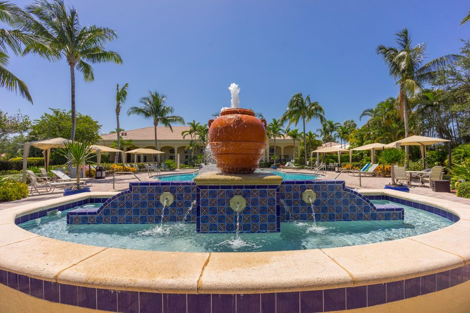 Mirabella at Mirasol-6_pool-fountain