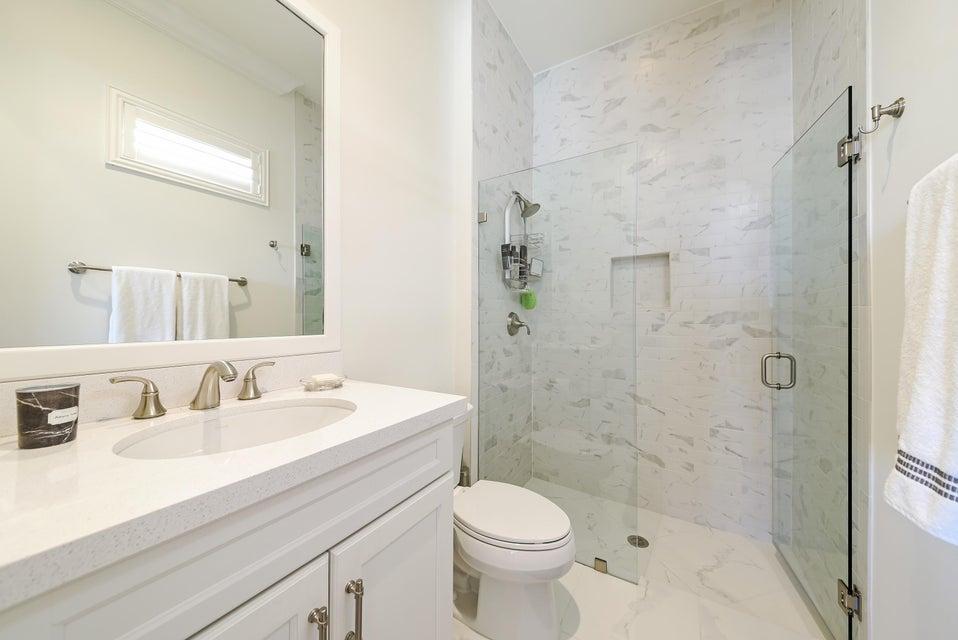 19_1605EHemingwaydrive_8_Bathroom_HiRes