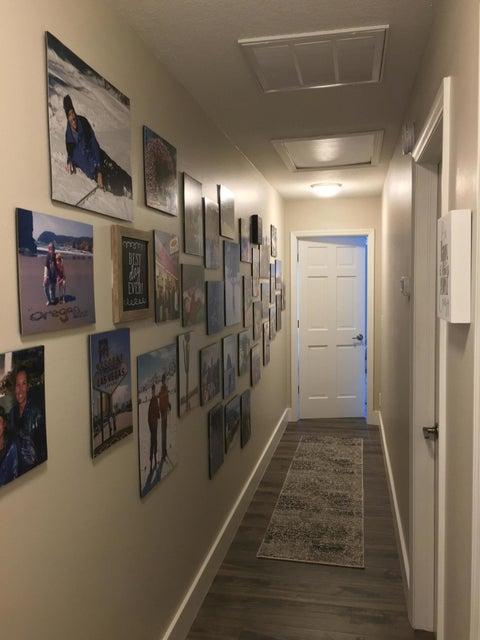 Split Bedrooms & Photo Gallery Hallway
