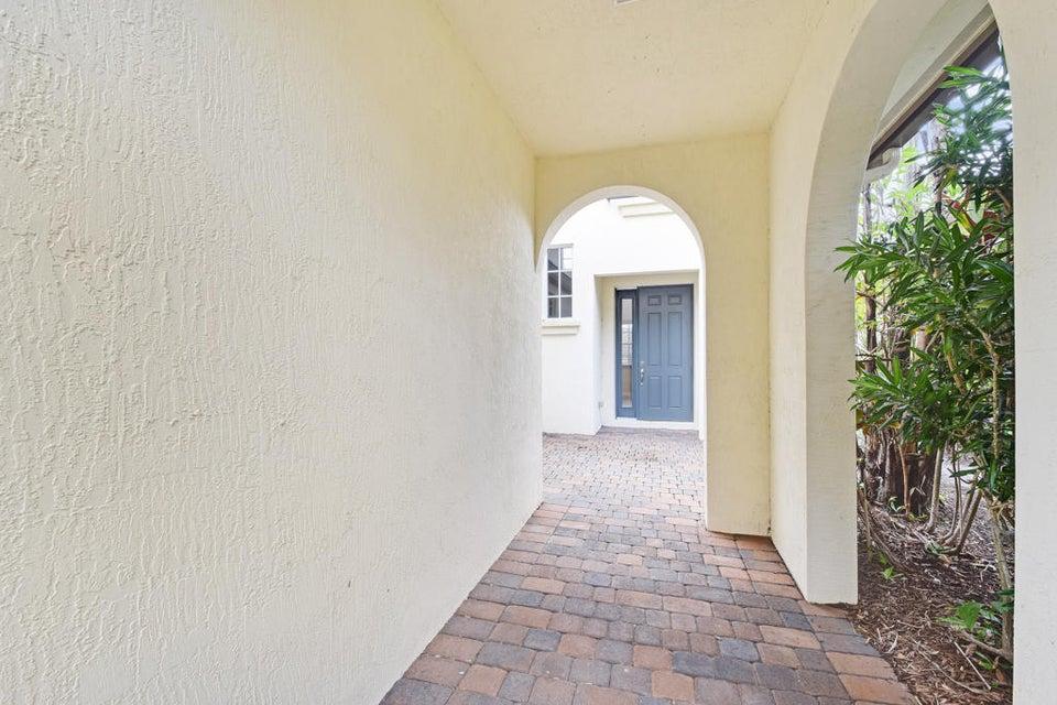 Courtyard Entryway