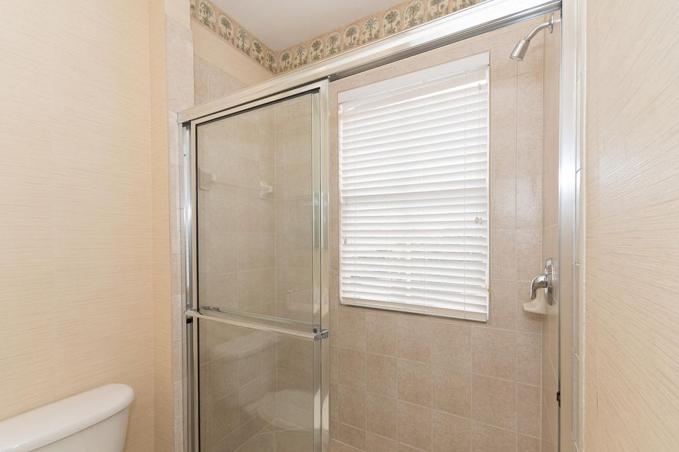 107 Casa Grande Ct Palm Beach-large-038-