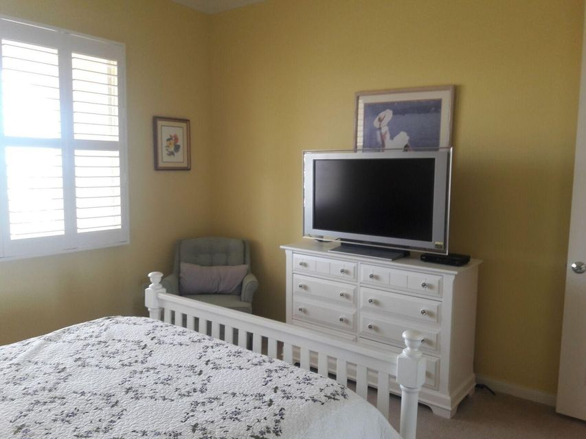 4 Harbour Isle Drive,Fort Pierce,Florida 34949,2 Bedrooms Bedrooms,2 BathroomsBathrooms,Condo/coop,Harbour Isle,RX-10398500