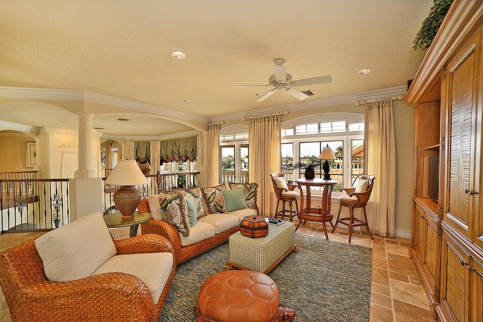 Upsairs Family Room