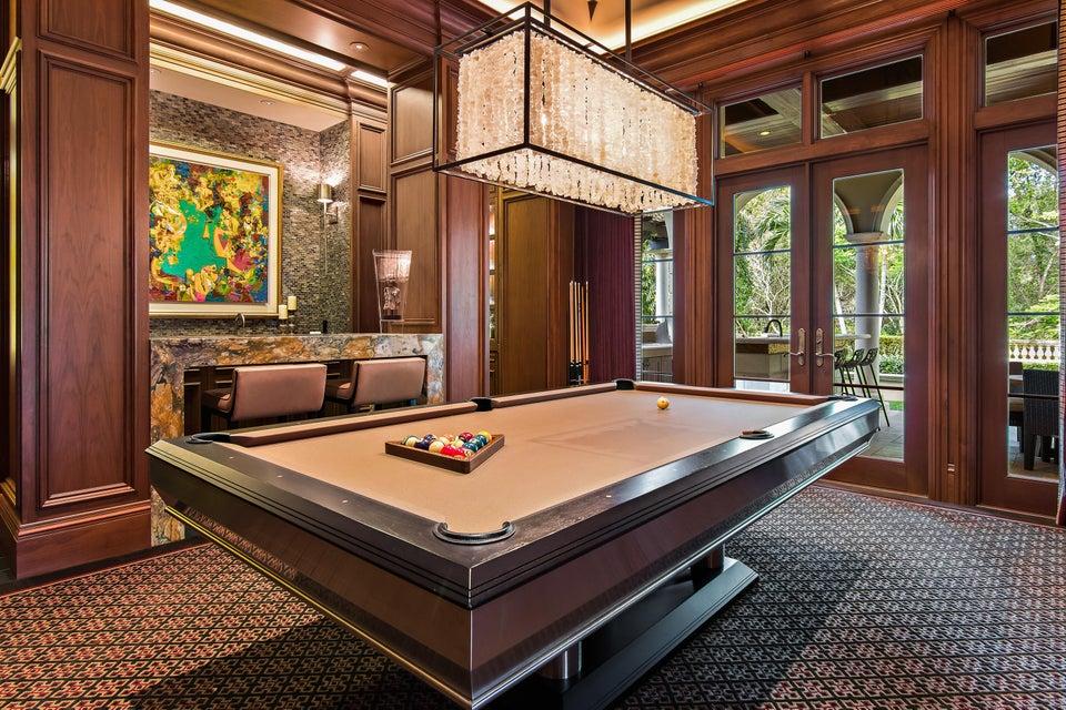 Club Room & Bar
