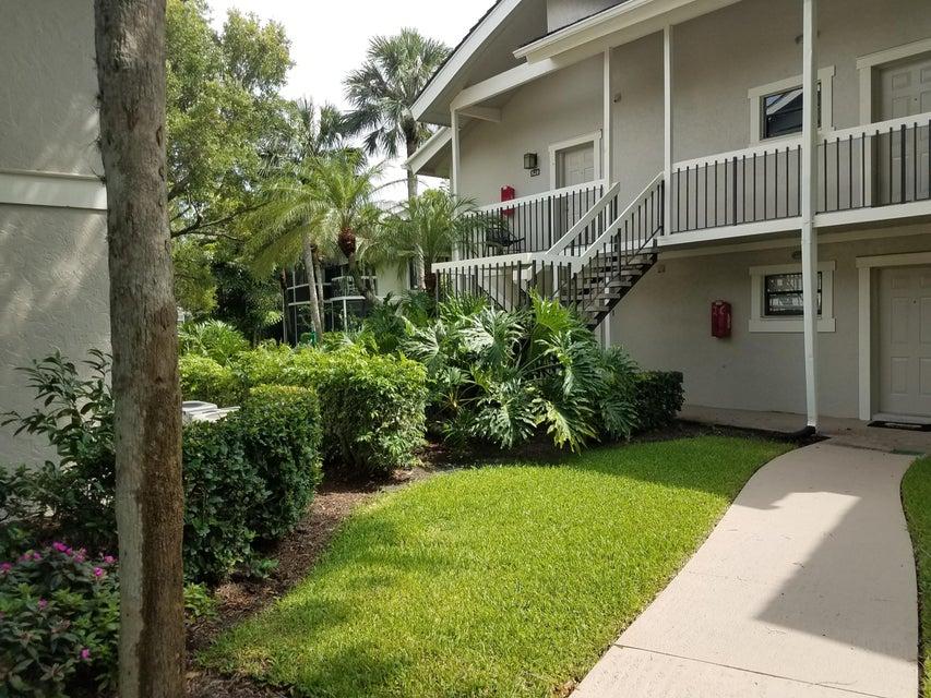 11863 Wimbledon Circle, Wellington, Florida 33414, ,Duplex,For Sale,Wimbledon,RX-10402627