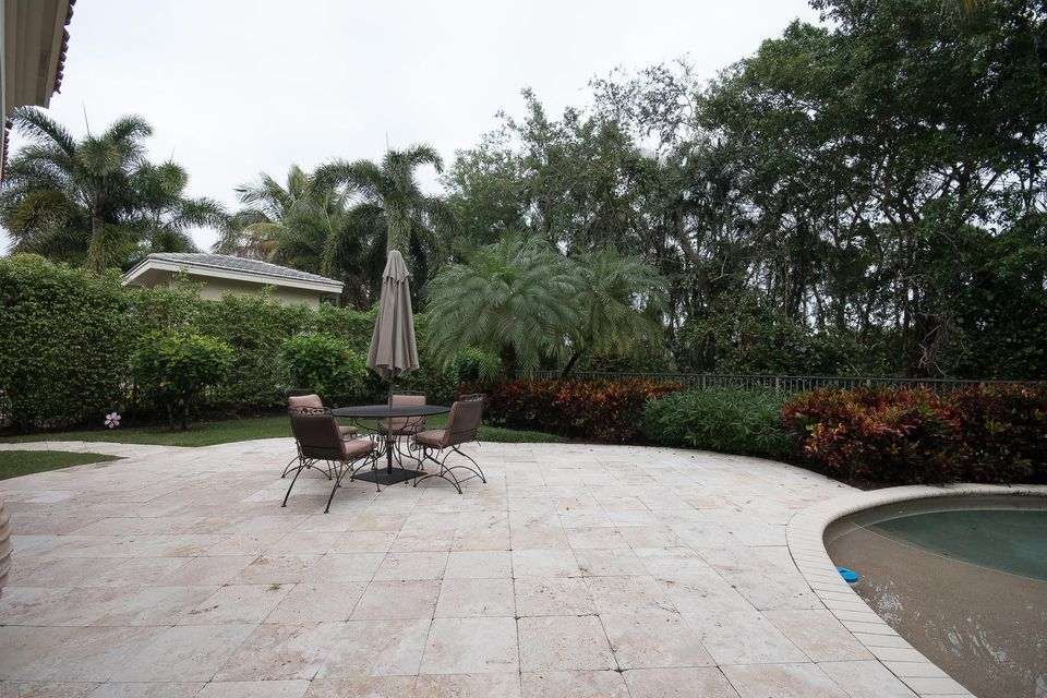 653 Hermitage Cir Palm Beach-large-088-7