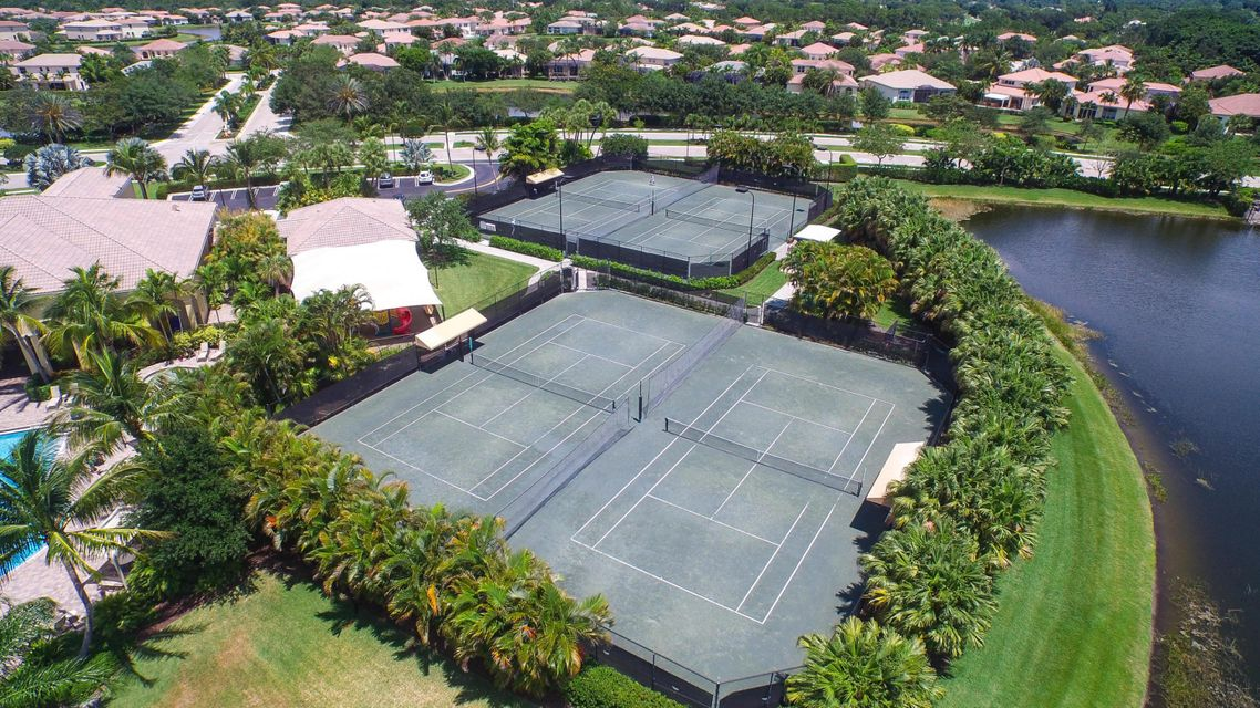 Tennis Courts - Mirabella