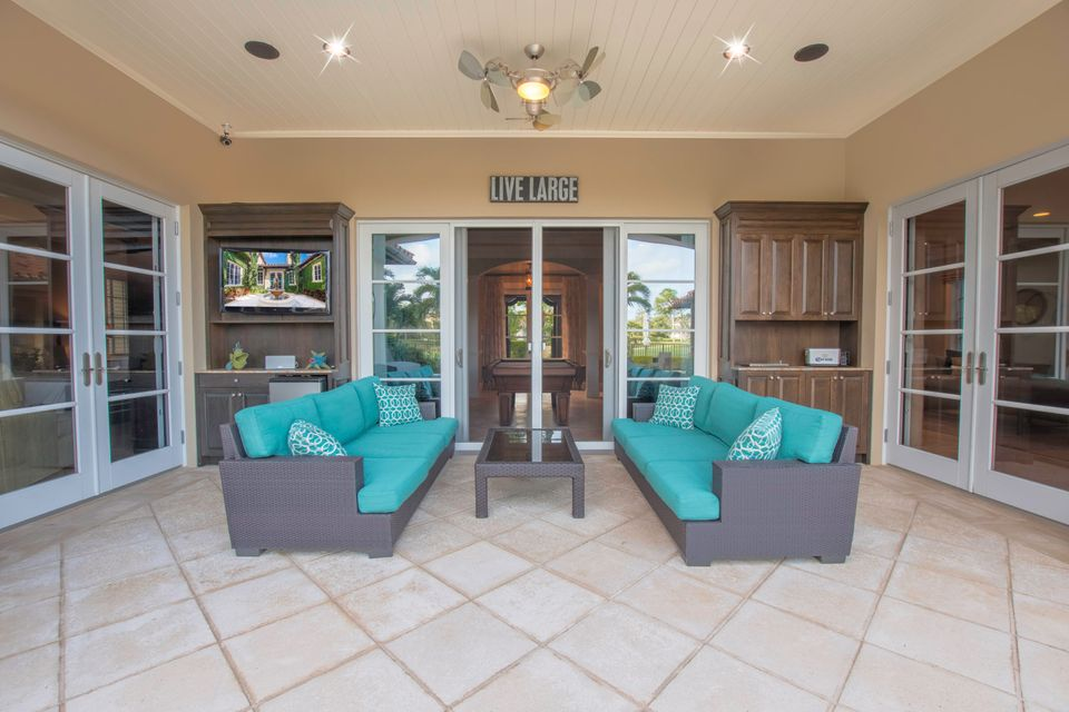 OUTDOOR COVERED LIVING AREA