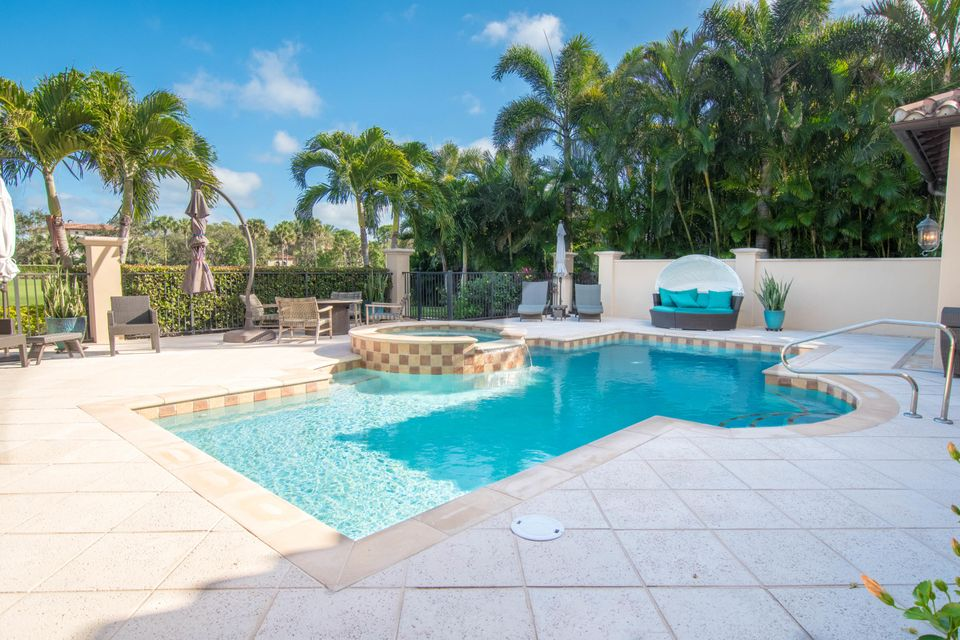 POOL, JACUZZI AND FIREPIT