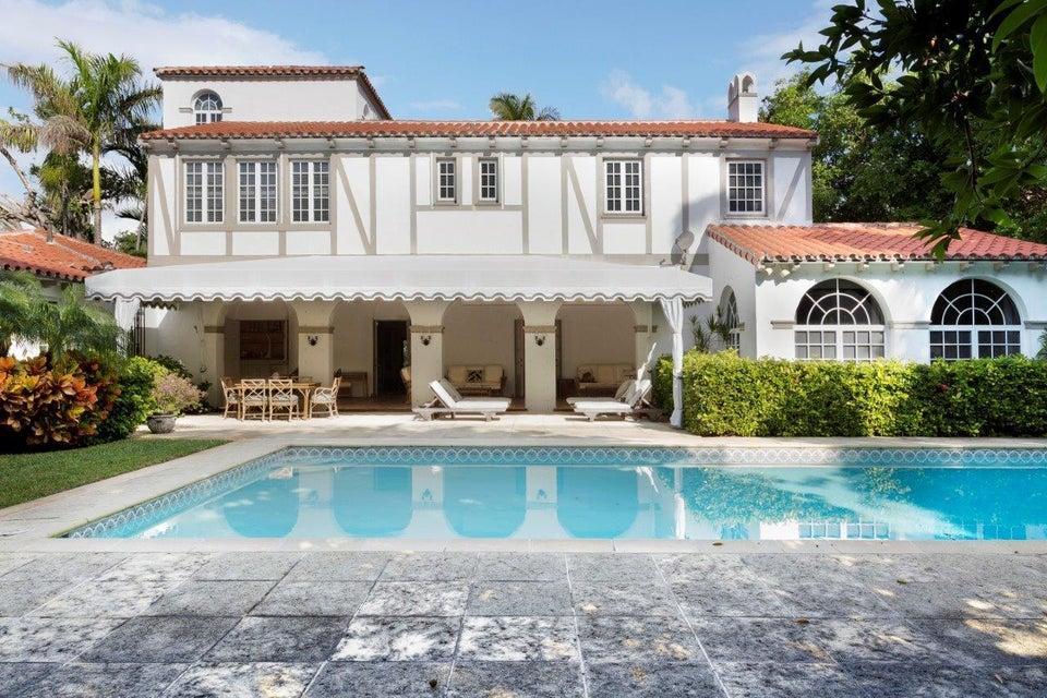 Rear facade & pool
