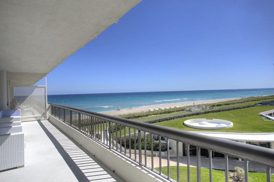 01 Balcony