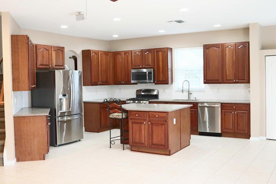Kitchen - Quartz counter-tops