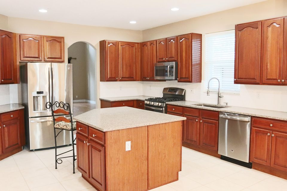 Kitchen 2 view toward fron
