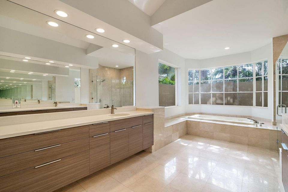 20 St. James Masterbath.2