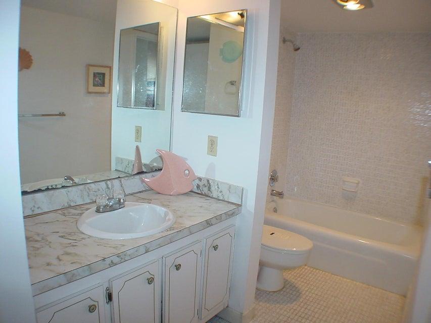 4 Royal Palm Way, Boca Raton, Florida 33432, 1 Bedroom Bedrooms, ,1 BathroomBathrooms,Condo/Coop,For Sale,Boca Bayou,Royal Palm,4,RX-10410322
