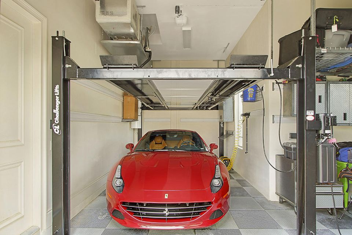 Garage and Lift
