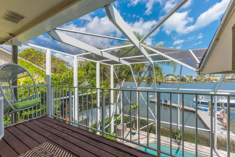 228 Country Club Dr, Tequesta, FL 33469