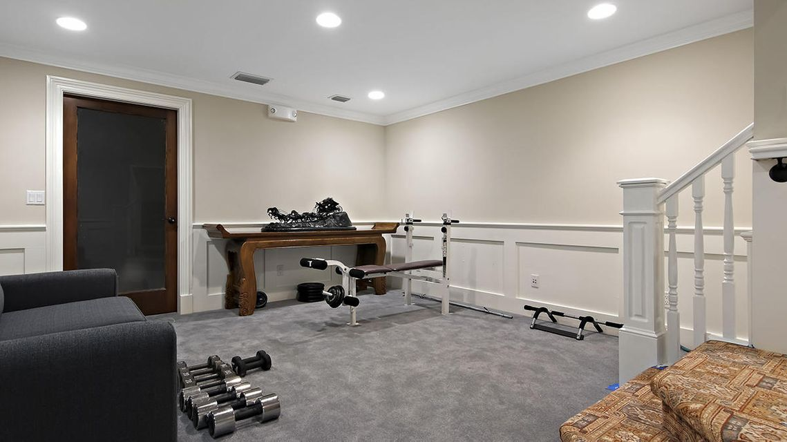 79 sitting area/weights