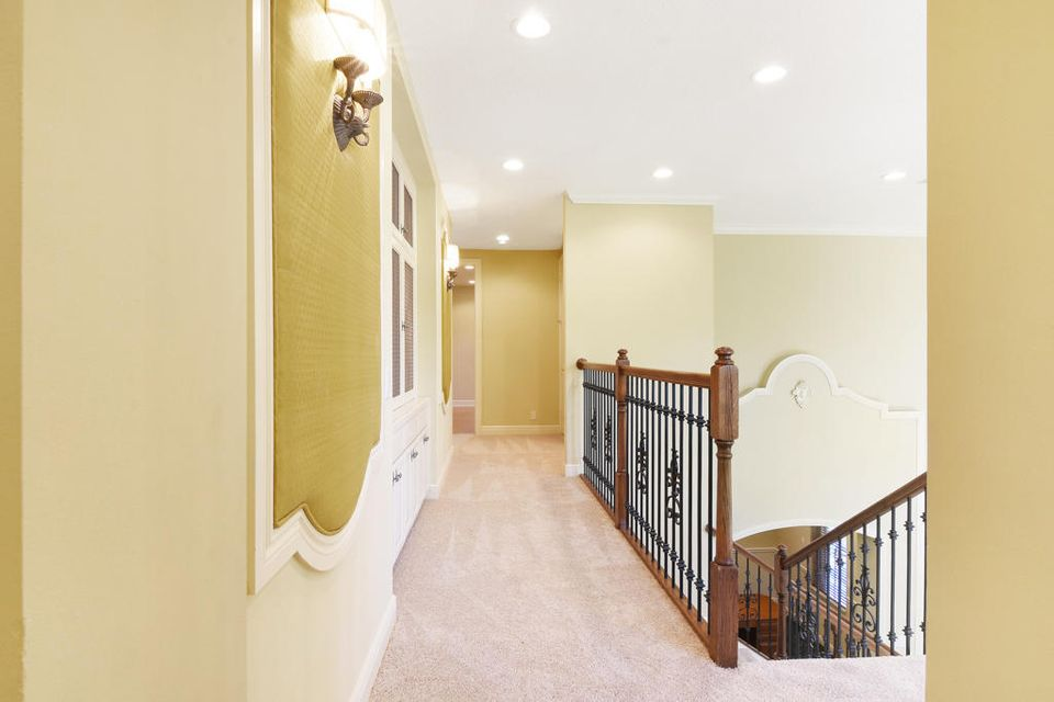 Hallway to 2nd/3rd Bedrooms