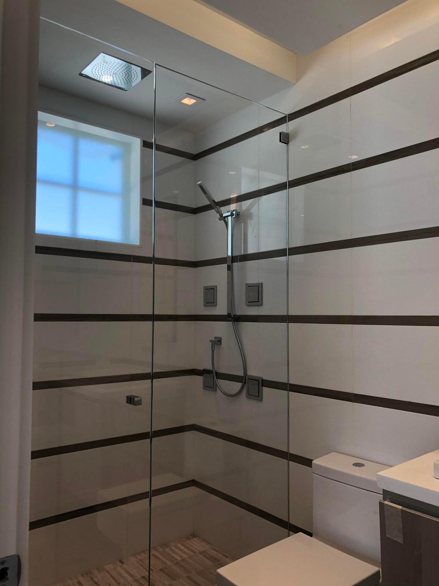vip guest suite bath first floor