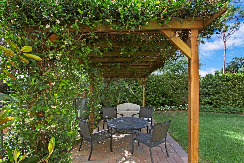 Charming Outdoor Seating/Pergola