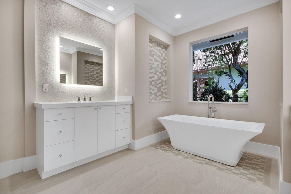 Hers Master Bathroom