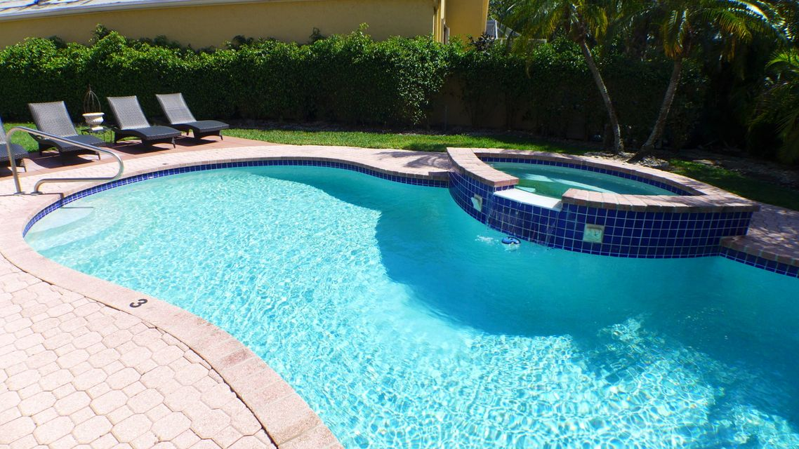 6613  Hampton Circle Boca Raton, FL 33496