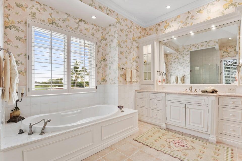 ladies master spa tub