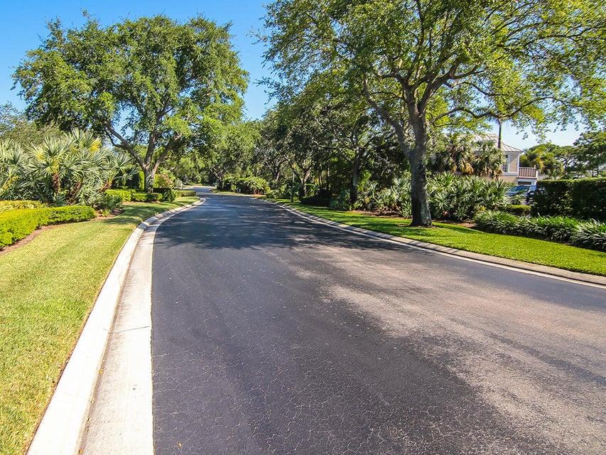 Community entrance drive