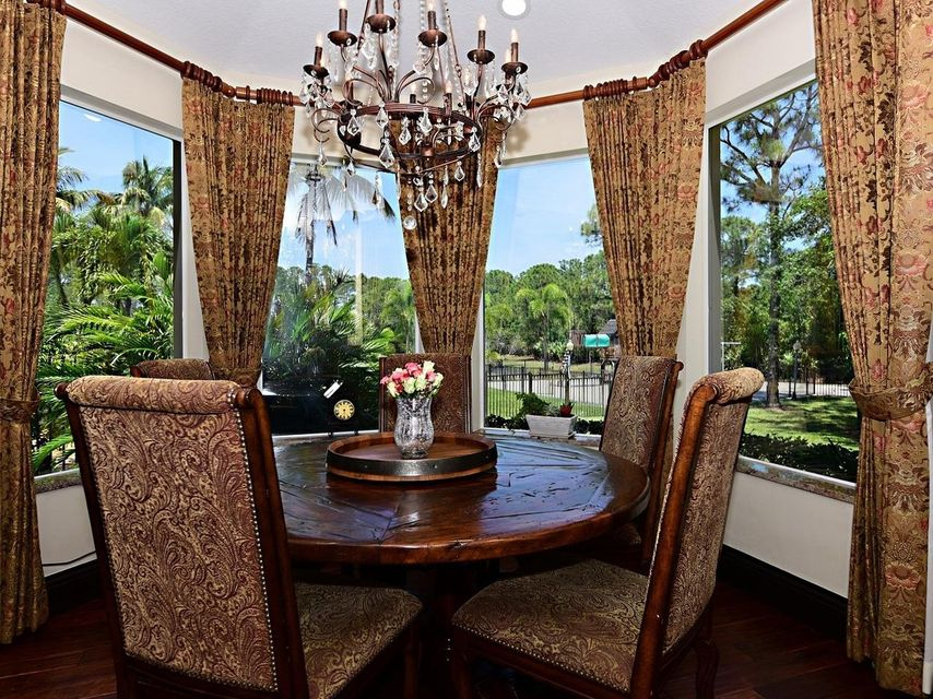 Breakfast nook w panoramic views