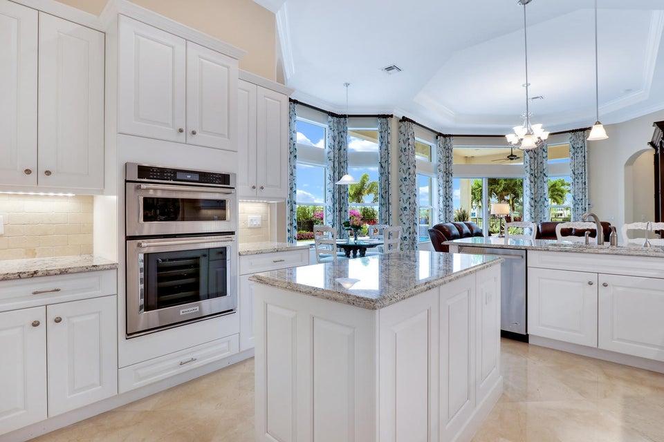 Kitchen w/ Island