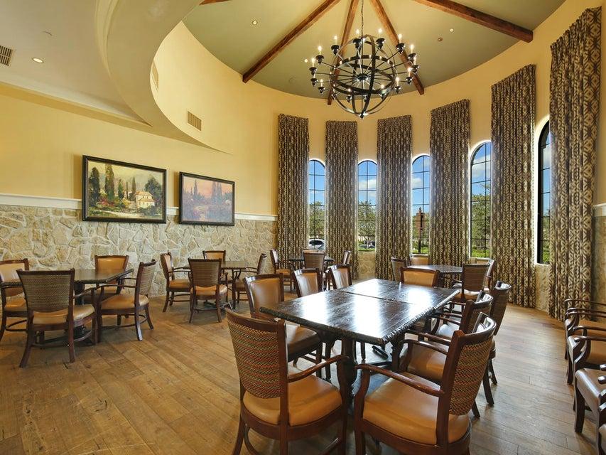 Private dining alcove