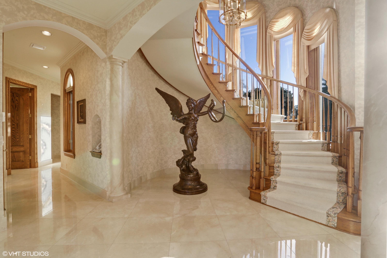 14_240LochaDr_68_Staircase_HiRes