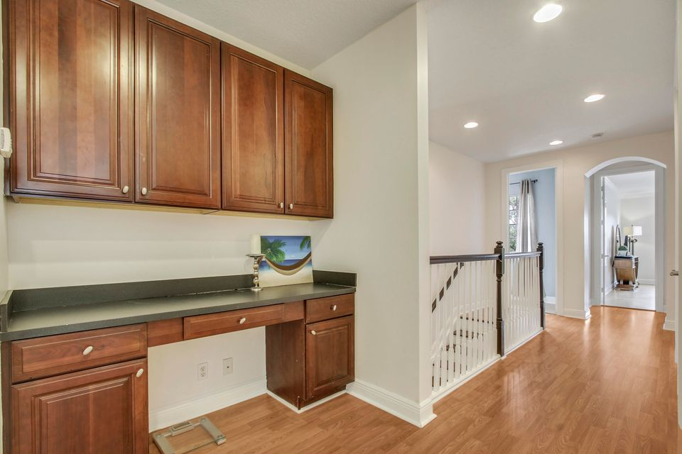 Built-in Desk/ Upstairs Hallway