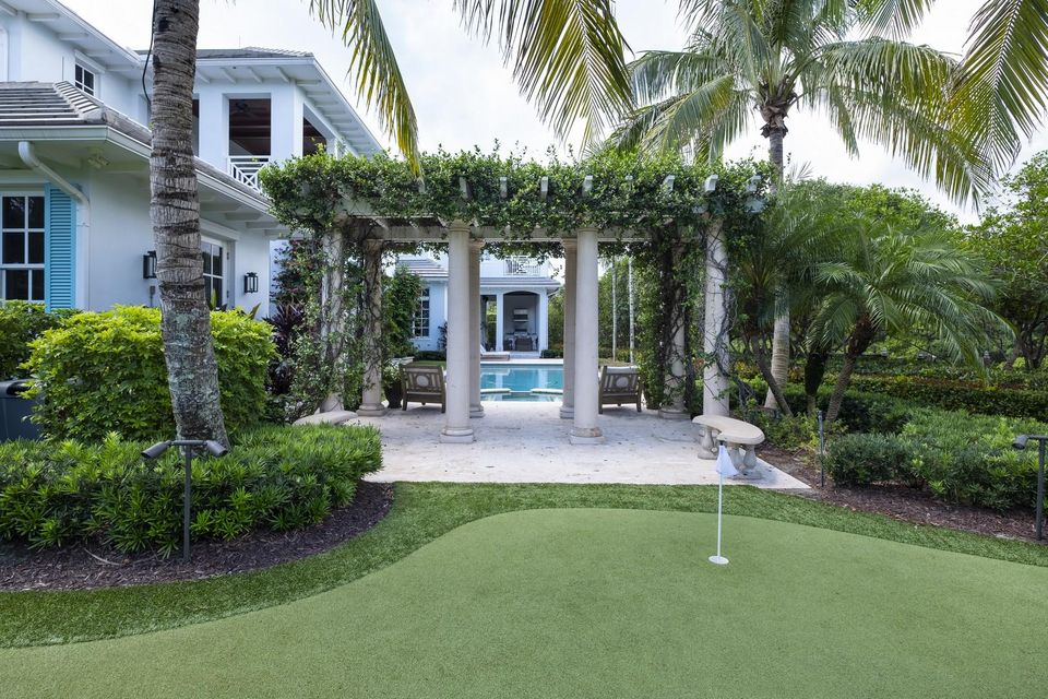 Putting Green / Pool