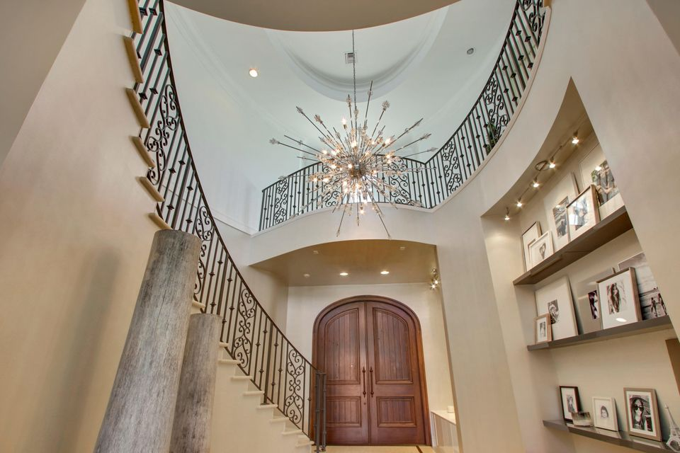 10 Front Entry Staircase