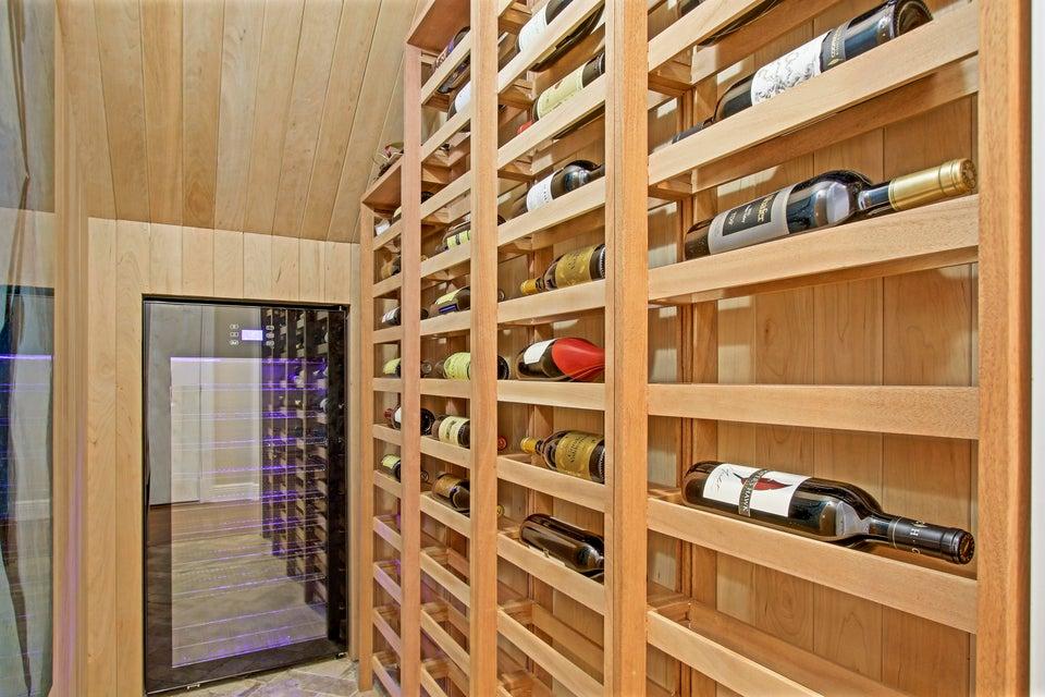 Amazing Built-in Wine Storage