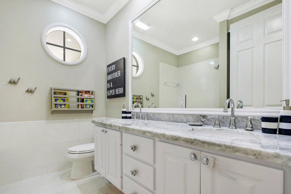3rd Bath Upstairs w/ Dual Sinks