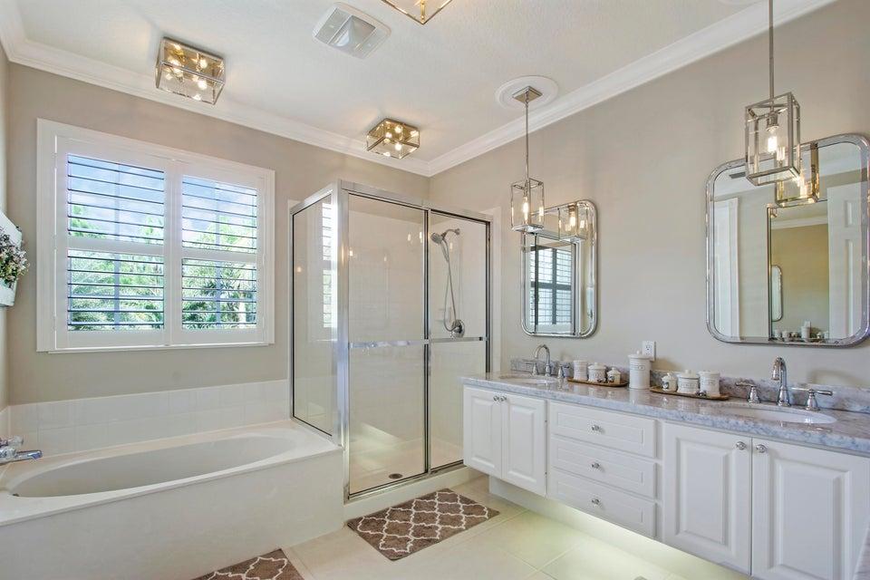 Master Bath w/Custom Lights