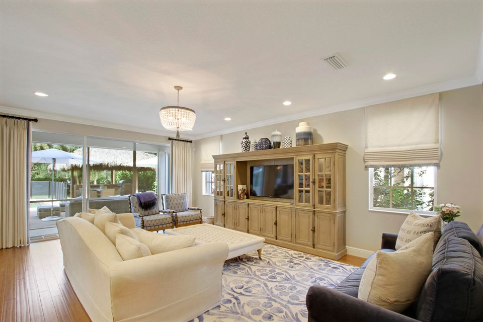 Light and Bright Family Room