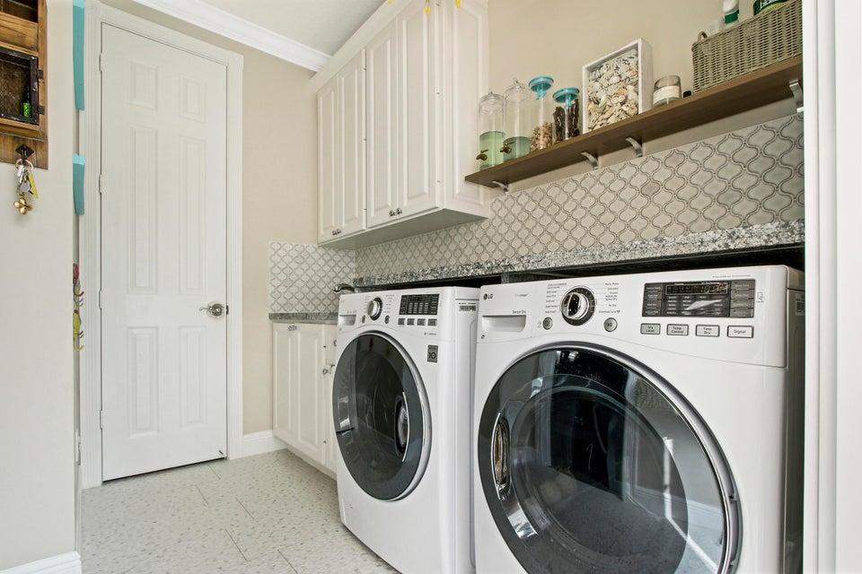 Amazing Customized Laundry Room