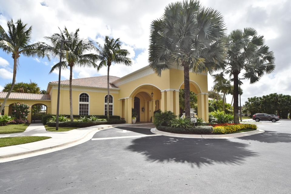 Mirabella Clubhouse Entrance