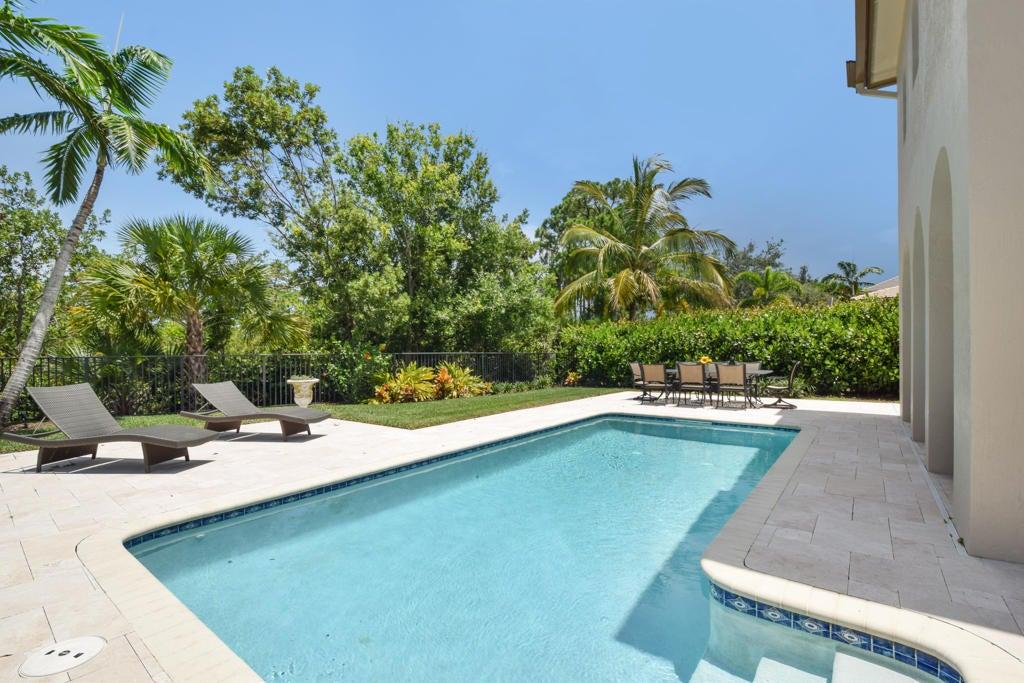 Large Pool & Backyard