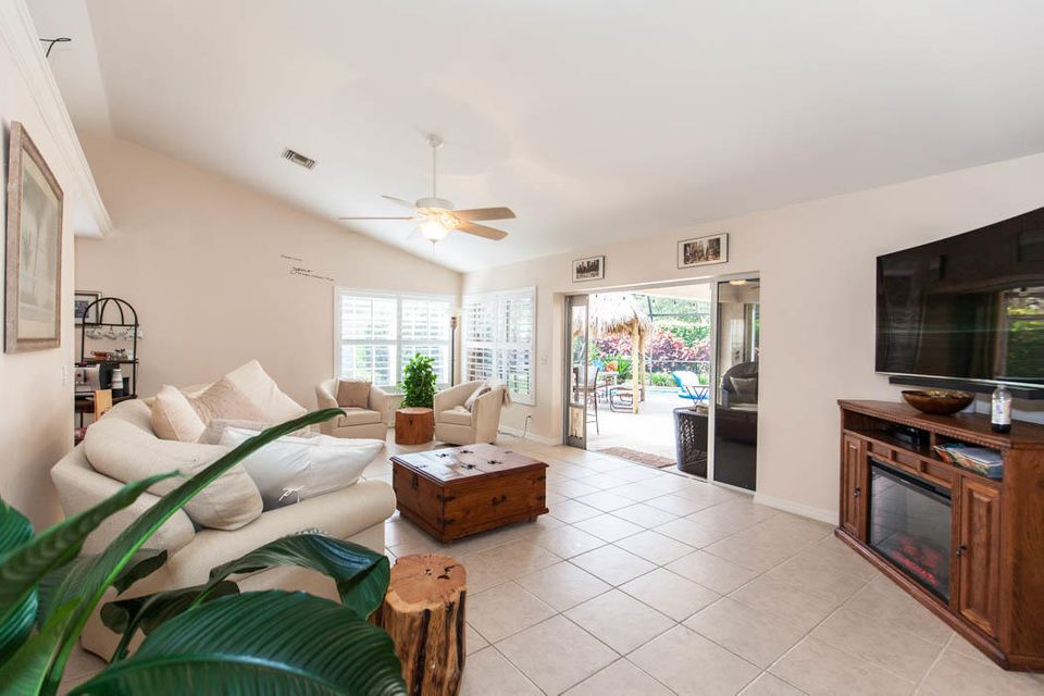 3820 Shearwater Dr-505