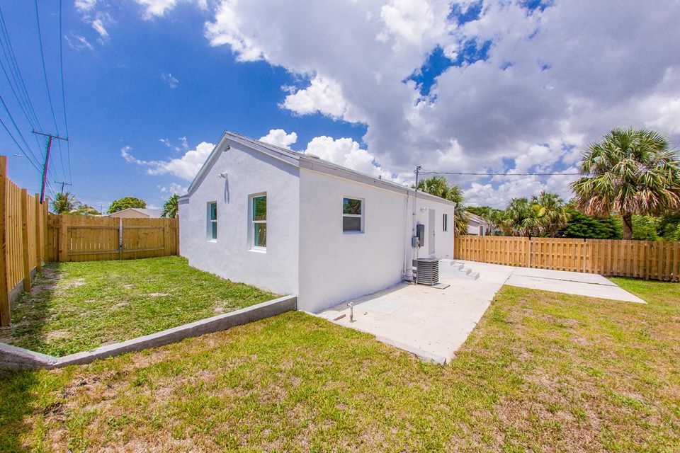 801 High Street, West Palm Beach, Florida 33405, 3 Bedrooms Bedrooms, ,1 BathroomBathrooms,Single Family,For Sale,High,RX-10438433