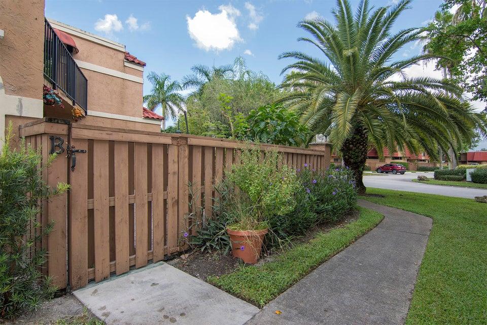 8122 Severn Drive #b Boca Raton, FL 33433