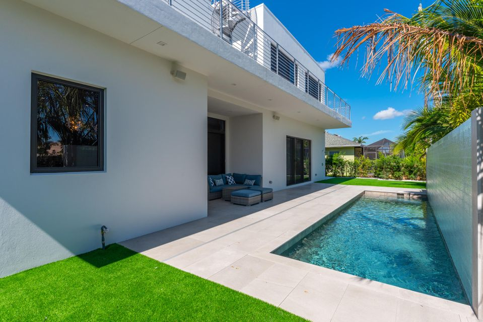 45 Ocean Dr, Jupiter Inlet Colony